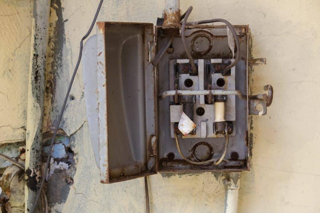 Fuse box rusted